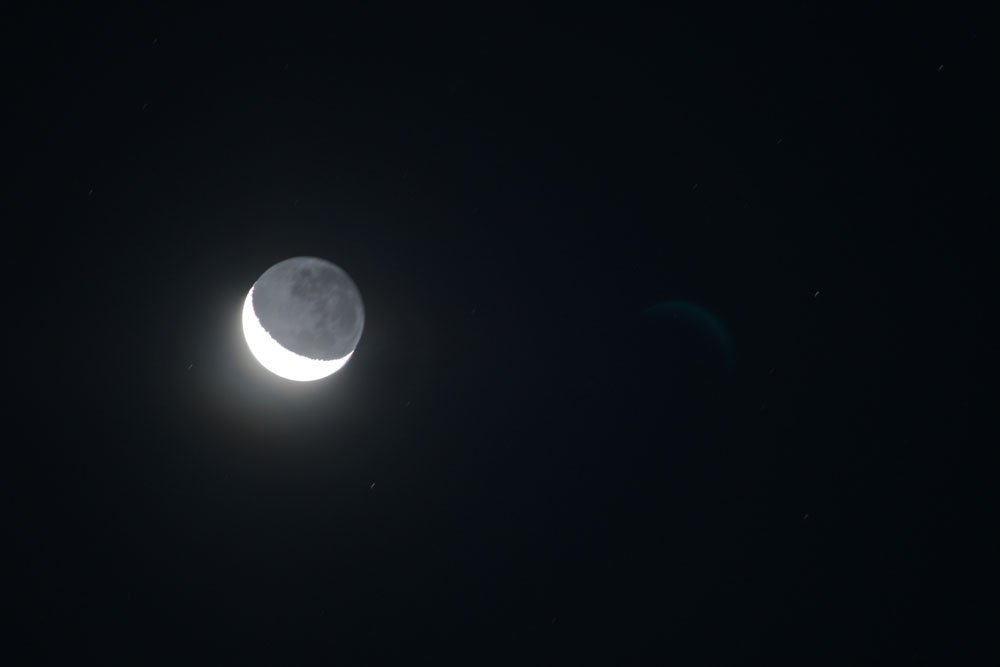 Waxing Cresent Moon ~ 7.14pm  by kgolab