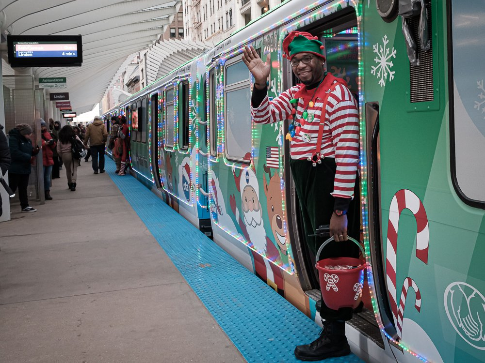 Happy Smiling Elves in Chicago by ukandie1