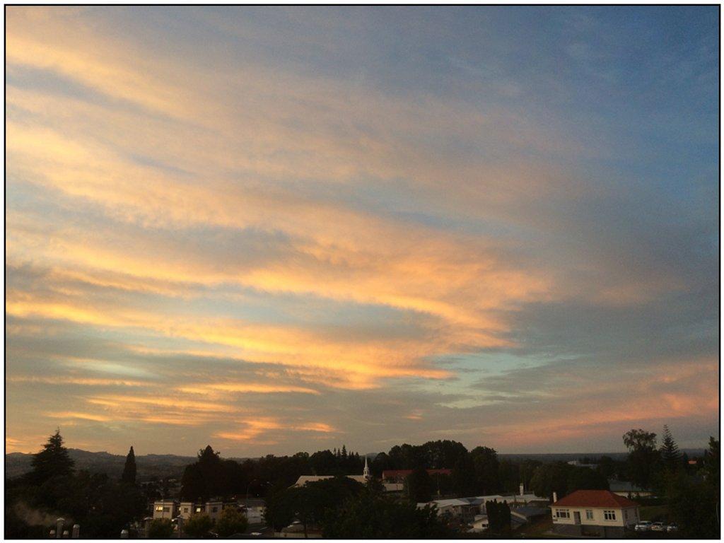 Sunrise by chikadnz