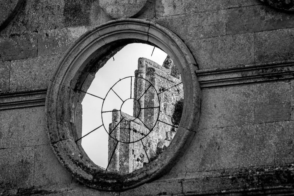 Through the Round Window by rjb71