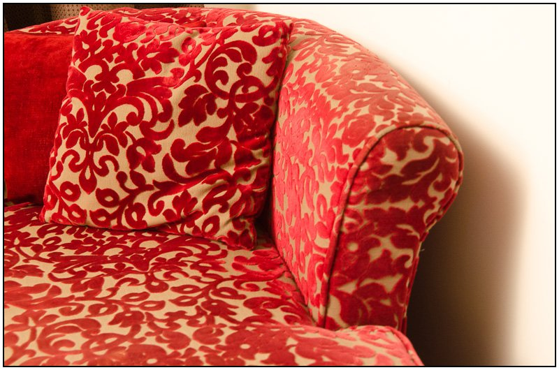 Red Couch by chikadnz
