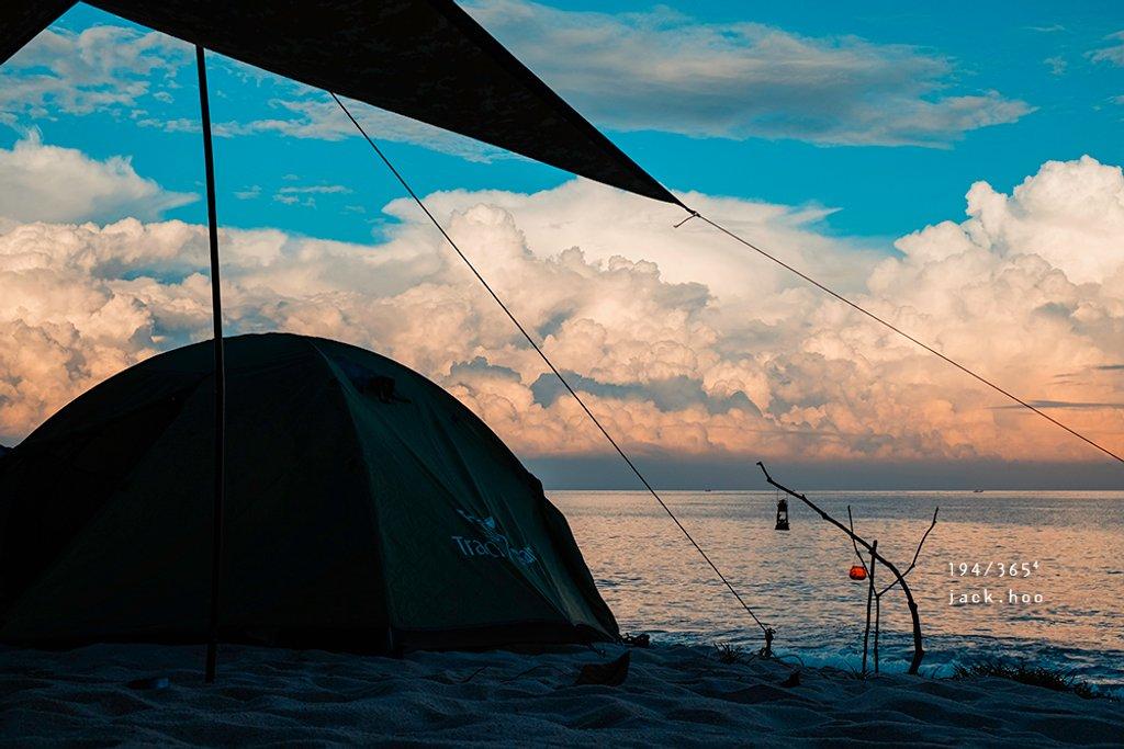 194/365⁴ : beach camping by jackhoo
