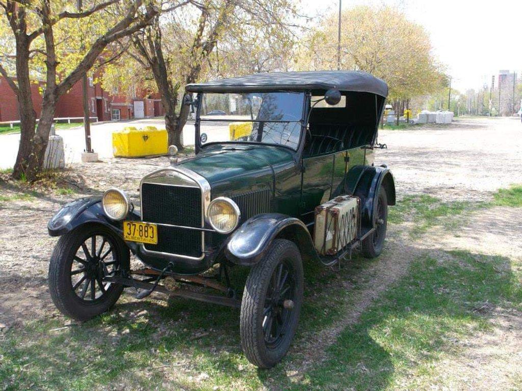 Vintage Vehicle  by bkbinthecity
