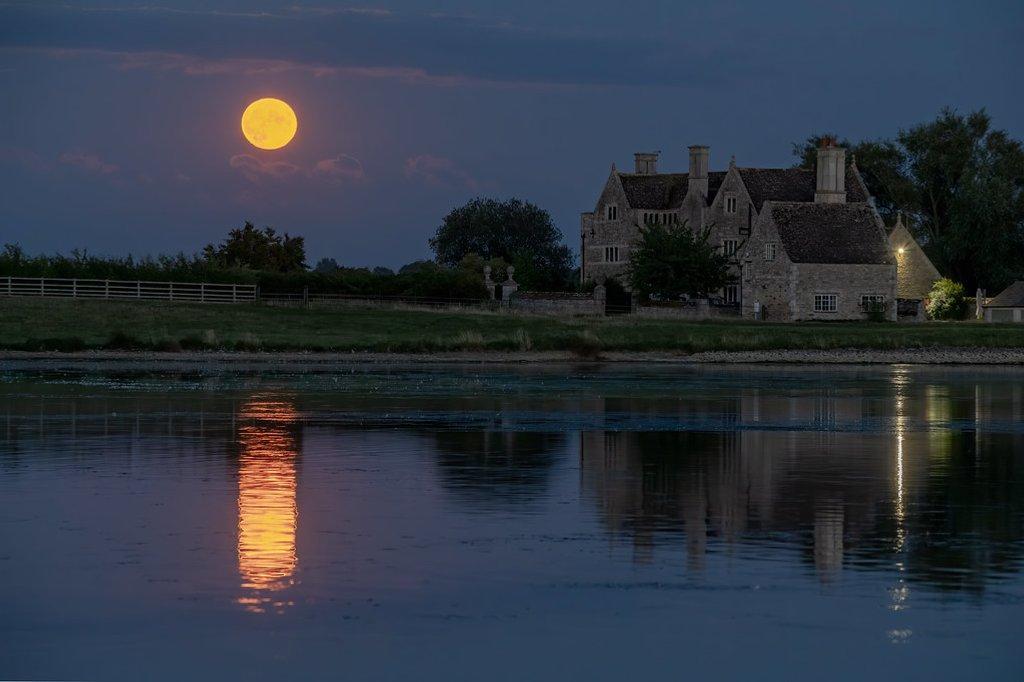 Orange Moon by rjb71