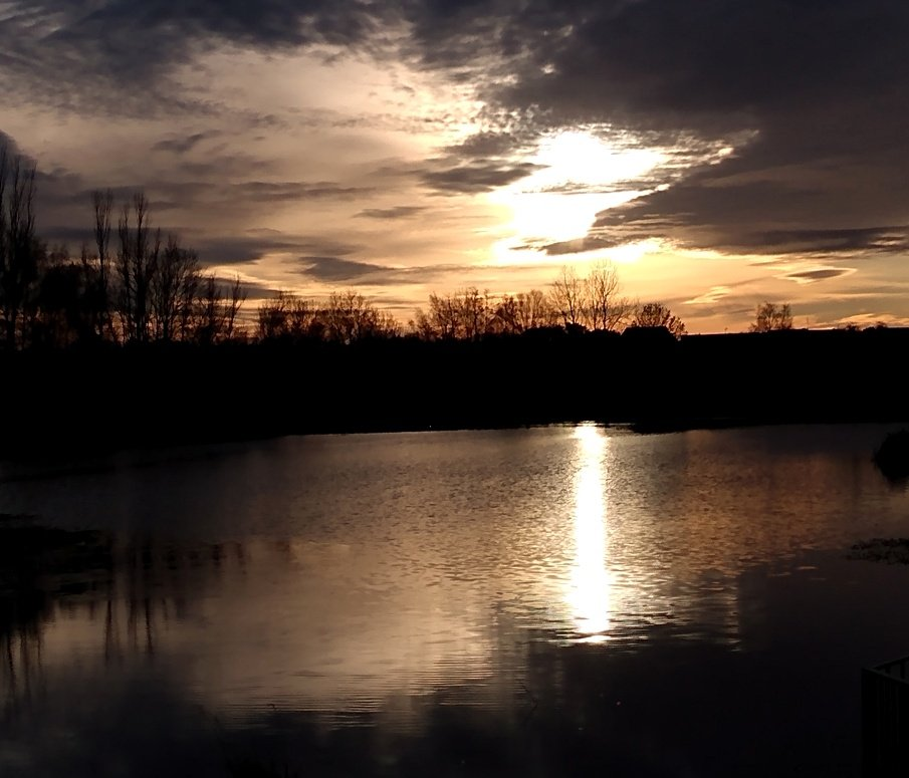 Rawcliffe Lake Sunset by fishers