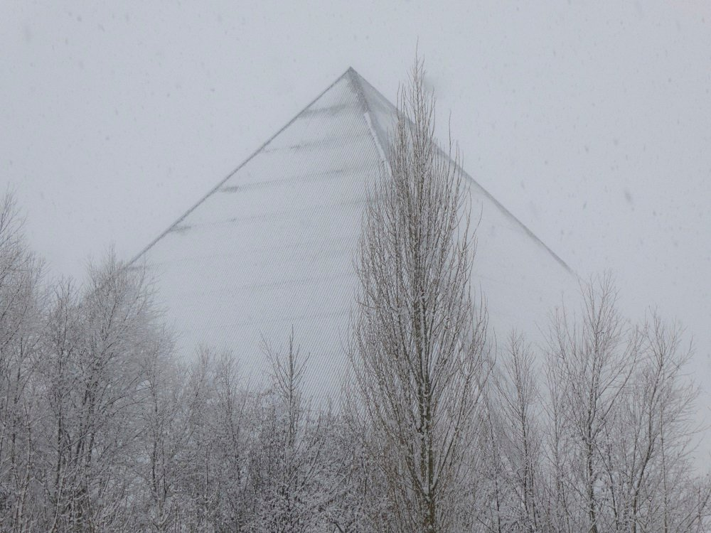 snow pyramid by helenhall