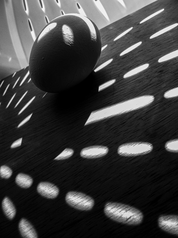 Shadows - colandar and egg by granagringa