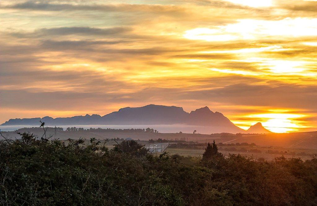 A foggy sunset by ludwigsdiana