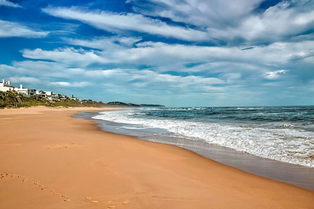 Such a huge empty beach by ludwigsdiana