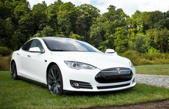 Apples software-topman Chris Lattner stapt over naar Tesla – update