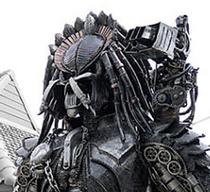 Une statue de Predator, grandeur réelle