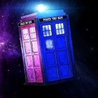 Le thème Doctor Who avec 8 lecteurs de disquettes