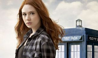 Doctor Who - Karen Gillan (Amy Pond) enlève le haut