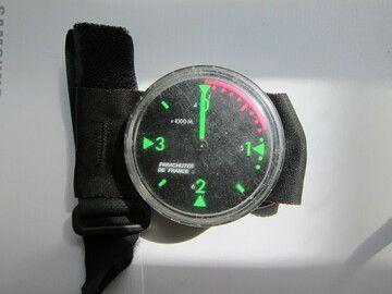 Sell: altimètre analogique noir