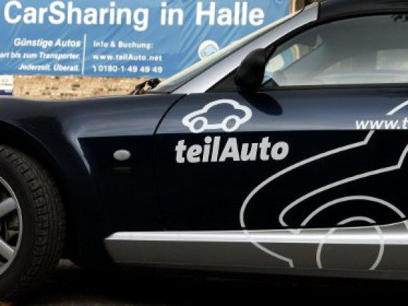 Mittlerweile gibt es in Deutschland mehrere Carsharing-Anbieter. teilAUTO ist sicher einer der bekanntesten. © Jens Schlüter (dapd)