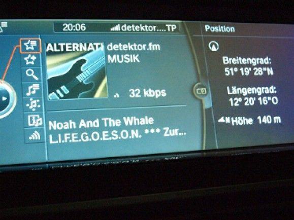 Neben Shopping und Mails lesen kann man im Auto auch Webradios hören - hier in einem BMW. / © detektor.fm