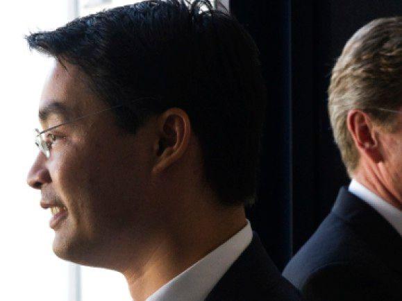 Der Neue und der Alte: FDP-Chef Philipp Rösler und sein Vorgänger Guido Westerwelle. © Michael Kappeler /dapd.