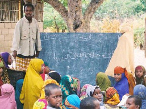 Im kenianische Flüchtlingscamp Dadaab treffen jeden Tag bis zu 1.500 neue Menschen ein, die vor der Hungersnot in Somalia auf der Flucht sind. (© wikimedia.de)