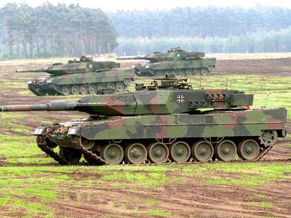 Der Leopard 2 - hier eine ältere Version - gilt als modernster Kampfpanzer der Welt. / © Bundeswehr/Modes