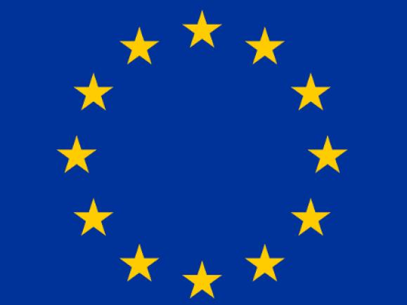 Die Zahl der Sterne, zwölf, ist traditionell das Symbol der Vollkommenheit, Vollständigkeit und Einheit. Nur rein zufällig stimmte sie zwischen der Adaption der Flagge durch die EG 1986 bis zur Erweiterung 1995 mit der Zahl der Mitgliedstaaten der EG überein und blieb daher auch danach unverändert. / © Verdy/wikipedia.de