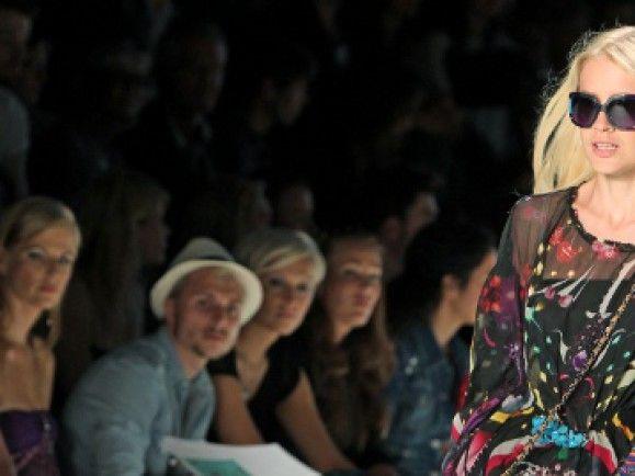 """""""Einzigartikgeit bei Modeblogs entsteht, wenn man bei Modenschauen, auch hinter die Kulissen schaut und eigene Geschichten macht."""", sagt Modebloggerin Lisa Hirthe. Foto: © Sebastian Willnow (ddp)"""
