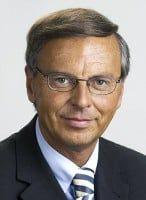 ist CDU-Mitglied und Vorsitzender des Innnenausschusses des Deutschen Bundestages.