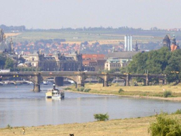 Auf Grund des Baus der umstrittenen Waldschlösschenbrücke wurde Dresden das Weltkulturerbe der Unesco aberkannt: Wie streng sind die Restriktionen beim Europäischen Kulturerbesiegel? Foto: © Norbert Millauer/ddp