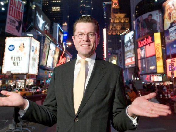 Karl-Theodor Freiherr von und zu Guttenberg seinerzeit beim USA-Antrittsbesuch in New York. Auch seinen Comeback-Versuch startet er aus der neuen Welt. © Michael Kappeler/ dapd.