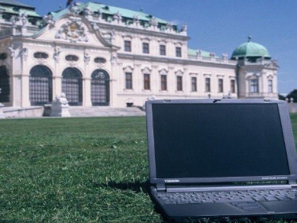 Ihr Vorteil ist auch ihr Nachteil: weil Laptop und Handy auch unterwegs nutzbar sind, werden sie auch schnell geklaut. / © Nikinix Gerd Altmann pixelio.de