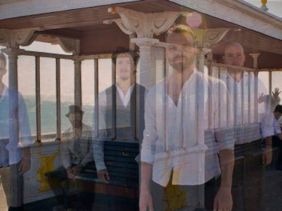 Geister oder Menschen? The Miserable Rich haben ihr neues Album in einem Spukschloss aufgenommen (Foto: Promo).