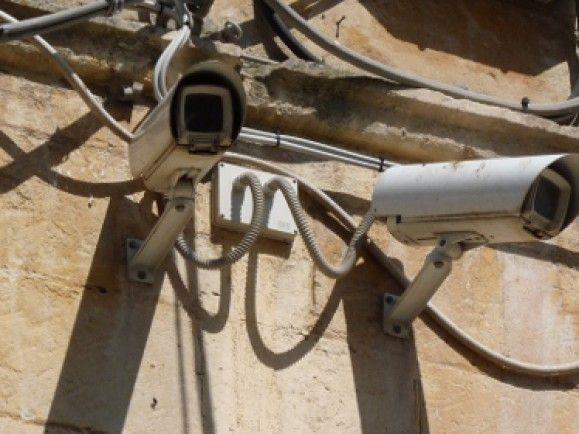 Überwachungskameras an öffentlichen Plätzen sind erlaubt. Foto: © Dieter Schütz/ pixelio.de