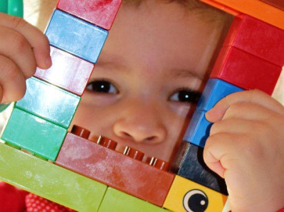 Unsere Kinder sollen in Zukunft von mehr Akademikern betreut werden. Foto: © Helene Souza/pixelio.de