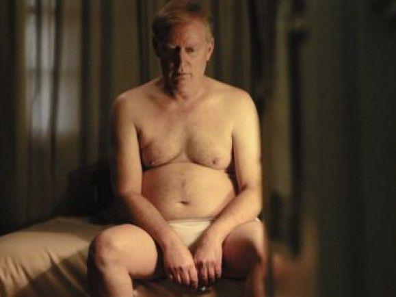 Anfangs ist kaum zu erahnen, wie viel kriminelle Energie in diesem Mann steckt. Foto © Screenshot aus dem Video bei vimeo.de.