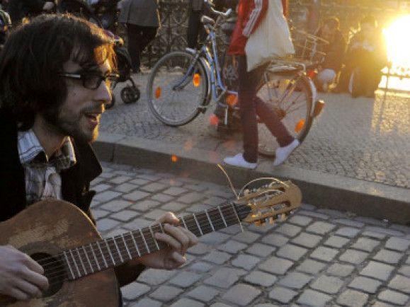 Wer Musik macht und damit Geld verdienen will hat nun eine weitere Möglichkeit. © Foto: Theo Heimann / dapd.
