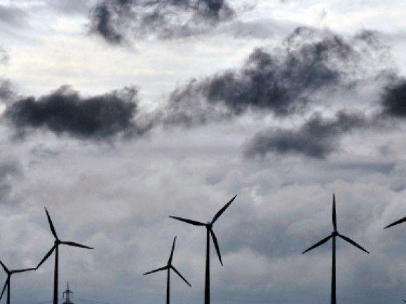 Die Bundesländer setzen im Zuge der Energiewende besonders auf Windkraft. Foto: © Sascha Schuermann/ dapd
