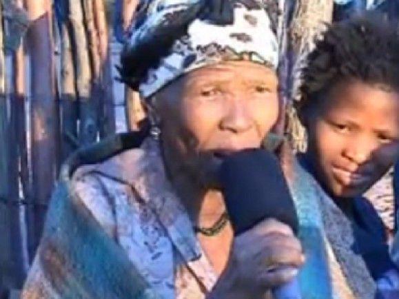 """Eine Frau aus Botswana spricht """"Taa"""", eine Sprache aus dem DoBeS-Archiv./ Foto: Screenshot auf endangeredlanguages.de © Christfried Naumann"""