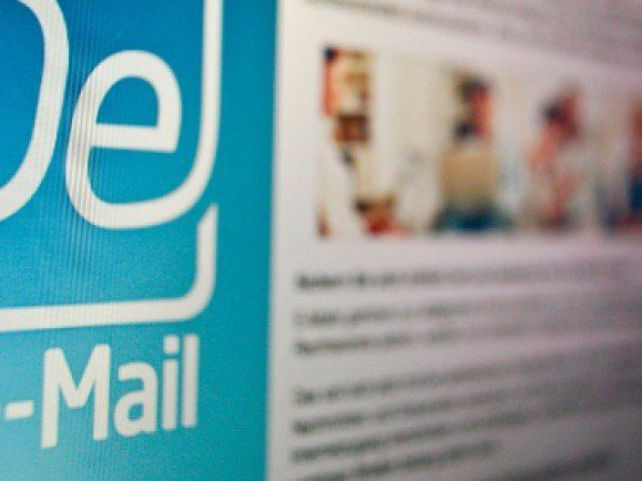 De-Mail ermöglicht rechtsverbindlichen, elektronischen Postverkehr. Foto: © Philipp Guelland / dapd.