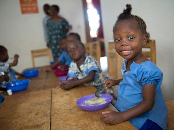 Lesotho Essen Schulkind - (c) WFP Rein Skullerud Share The Meal