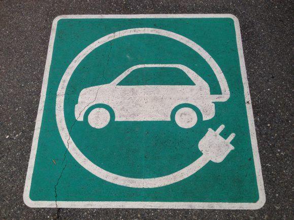 Die Kaufprämie für Elektroautos soll ein Anreiz für Verbraucher sein. Ist sie ein Geschenk für die Autoindustrie? Foto: CC BY 2.0   Paul Krueger / flickr.com