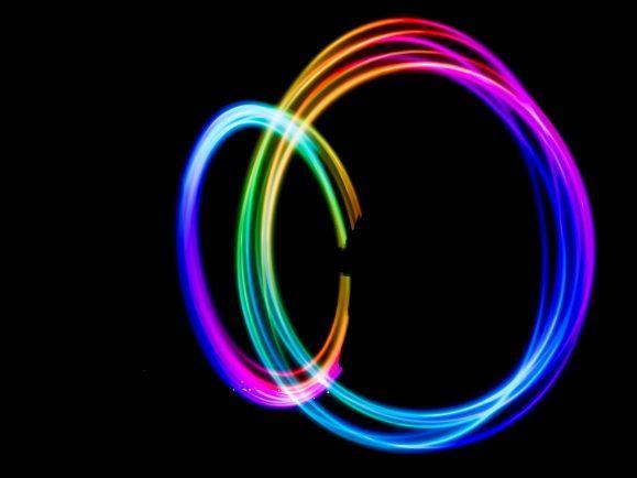 Spektrum: Quantenfelder im Vakuum brechen Licht.