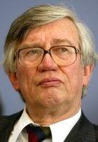 war von 1999 bis 2004 einer der fünf »Wirtschaftsweisen« im Sachverständigenrat der Bundesregierung.