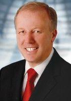 sitzt für die CDU im Bundestag und ist Vorsitzender der Christlich-Demokratischen Arbeitnehmerschaft CDA.