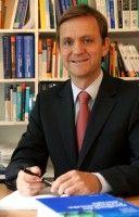 Er leitet die Klinik für Psychatrie und Psychotherapie der Uni Mainz.