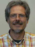 unterrichtet an der FH Münster und veröffentlichte 2008 die Publikation »Musizieren im Alter«