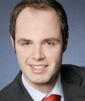 forscht an der Wirtschafts- und Sozialwissenschaftlichen Fakultät der TU Dortmund - und ist Fußballfan.