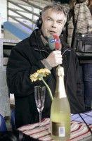 im Stadion in Bochum: bei der Kommentierung seines letzten Spiels - nach 36 Jahren als Radioreporter.