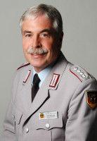 ist Oberst und Vorsitzender des Deutschen Bundeswehrverbandes.