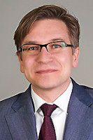 ist Mitglied der Deutschen Gesellschaft für Auswärtige Politik und USA-Experte.