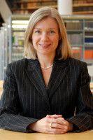 Sie ist Generaldirektorin der Nationalbibliothek in Frankfurt am Main.