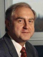 Er ist Professor für Makroökonomie am Institut für Wirtschaftsforschung in Halle.